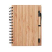 Notatnik z okładką z bambusa, 70 kartek z makulatury. Zawiera pasujący bambusowy długopis z zakończeniem i klipem z ABS.